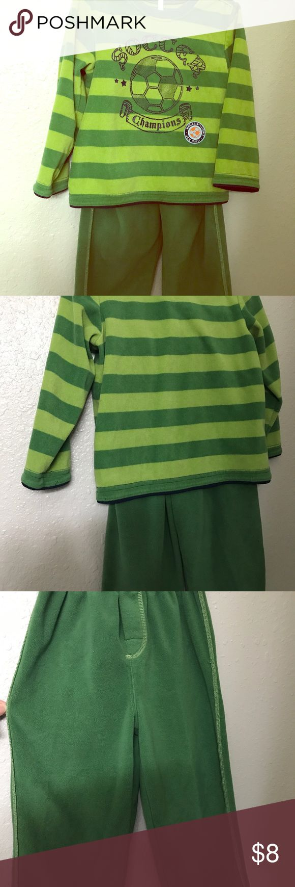 3t green sweatpants and top set. In great conditions! Carter's Matching Sets