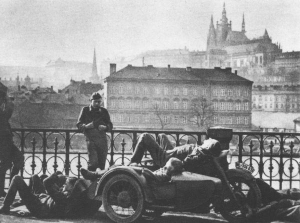 http://upload.wikimedia.org/wikipedia/commons/1/1e/N%C4%9Bmeck%C3%A9_jednotky_v_Praze_3_1939.gif