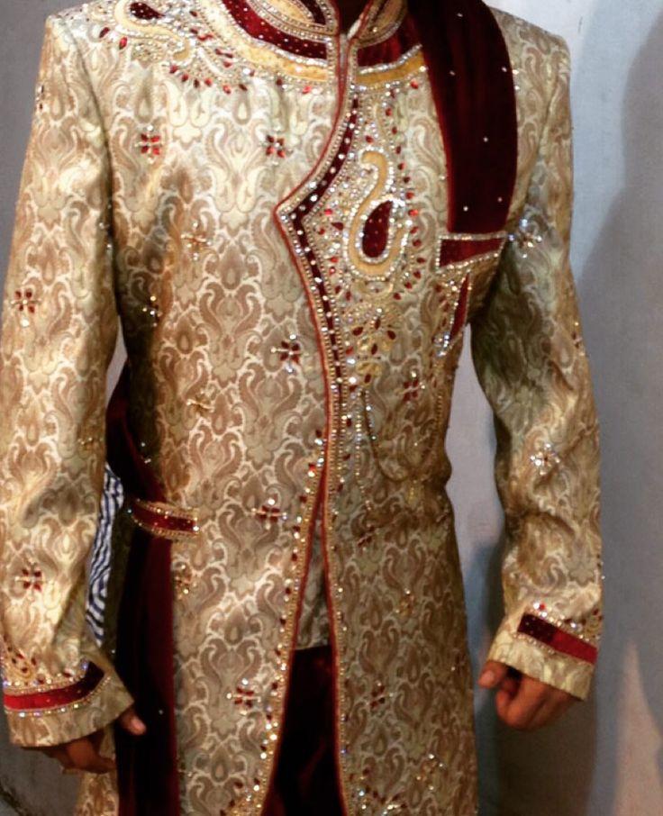awesome vancouver wedding Grooms wear close-up.#bridal #anarkali#suits#Sarees#gowns#Lehengas#vancouver#desi#fashion#vancouverphotography#vancouverfashion#surreyindianfashion#punjabiwedding#indowestern#menswear#sherwani by @in.vogue.fashion.haus  #vancouverindianwedding #vancouverwedding #vancouverwedding