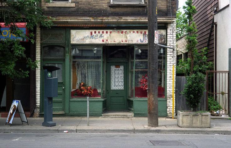 760 Dundas St W June 24, 2001