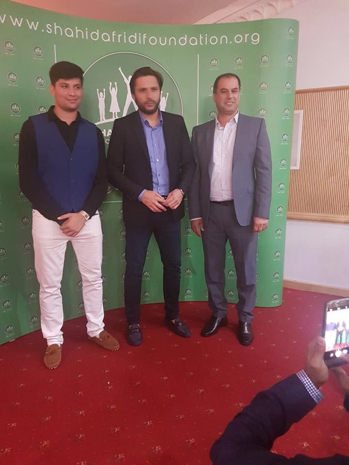 SHAHID KHAN AFRIDI IN LONDON WITH EHTISHAM KHAN WHO IS A SPORTS JOURNALIST | BOOM BOOM LALA IN LONDON | SHAHID AFRIDI FOUNDATION