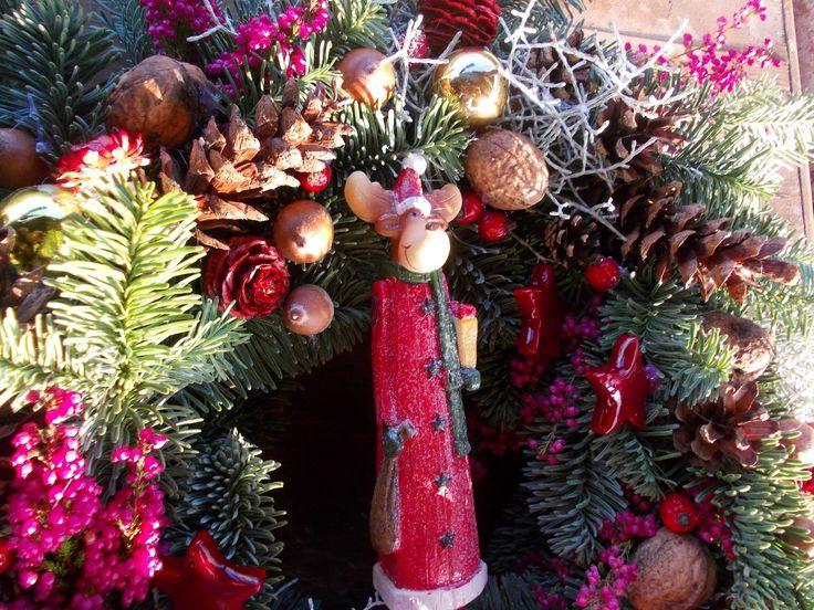 Vánoce+u+soba+Přírodní+jedlový+věnec+se+sobem,vhodné+k+venkovní+výzdobě.Velikost+zhruba+42cm