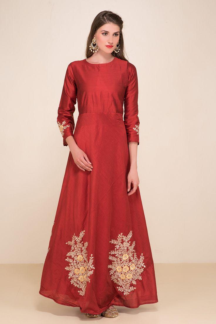 ZAYAH Maroon Embroidered Gown. #flyrobe #wedding #weddingoutfit #flyrobeweddings #receptionoutfits #designerwear #designergown #receptiongown