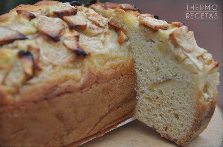 Un plum cake de los sencillitos, con ingredientes de andar por casa. Lleva canela, manzana y miel, ideal para el desayuno o para la merienda.