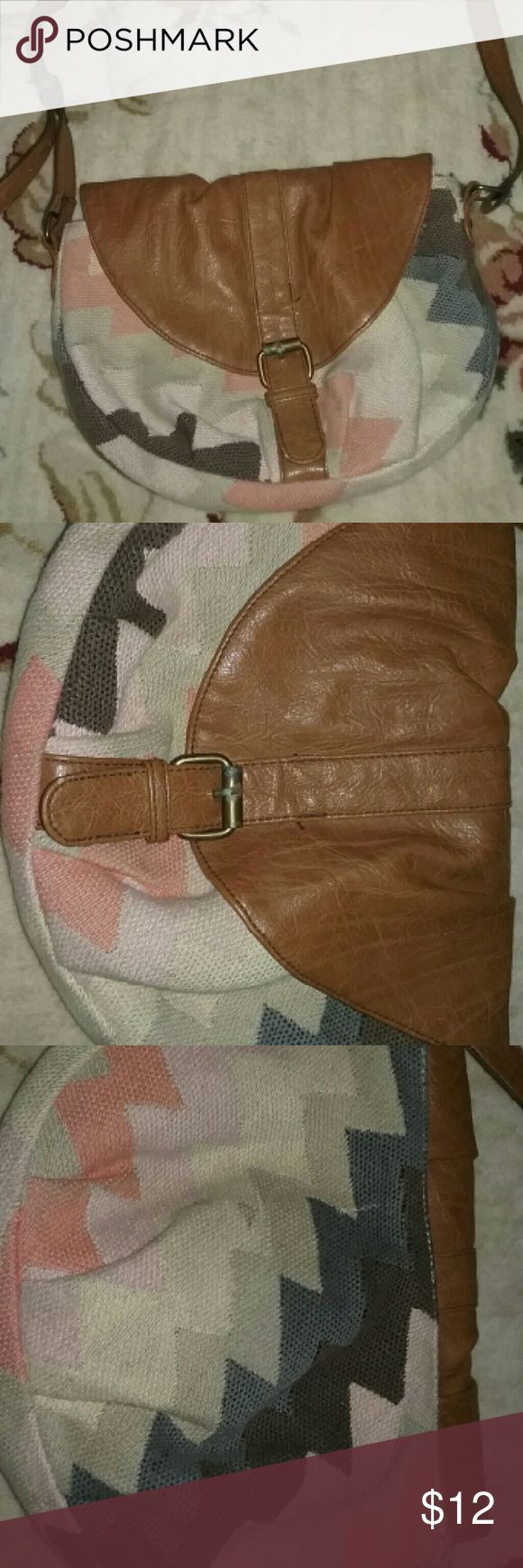 American Eagle Cross body bag Womens cross body bag, used, in great condition. Light weight bag. Bags Crossbody Bags