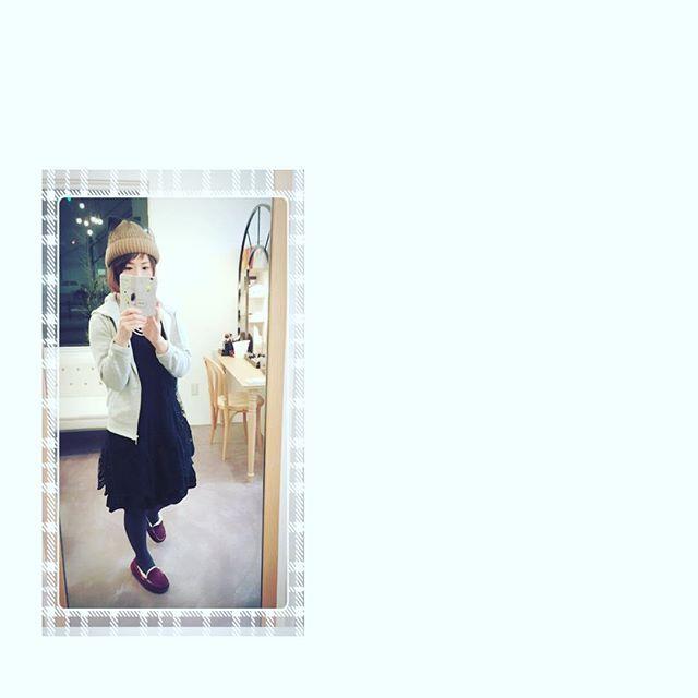 2016/11/10 20:31:50 synthetic_megumi 毎日寒すぎて、 コンクリの床な 店内は 冷えますよーー🍃 ニット帽 裏起毛パーカー タイツ ugg ハラマキ は必須! これだけ装着しとけば かなり温かい😆👍🏻✨ #ハット#帽子 #帽子大好き#毎日帽子#ベレー帽#帽子アレンジ#綺麗#可愛い#靴 #名古屋美容室#美容師#美容室 ##美容#ヘアスタイル#髪型 #アラサー#アラフォー #アラフォーコーデ  #ママコーデ#秋#秋服#秋ヘア#ママさん#スタイリング#ファッション#40代#ootd #GUのパーカー使える  #美容