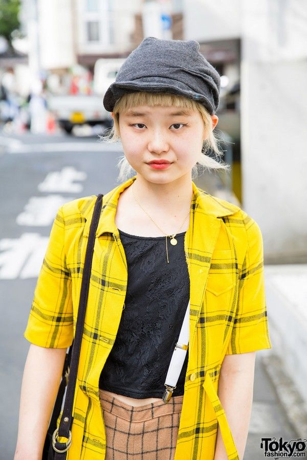 This is Ayano, a 21-year-old girl who works at the VeLo/vetica hair salon in Harajuku Yellow Shirt over Black T-Shirt
