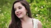 Evaluna Montaner nacio en Caracas,Venezuela el 7 de agosto de 1997, tiene 16 años y vive en Miami, Estados Unidos Como su apellido lo dice, es hija del famoso cantautor conocido como Ricardo Montaner