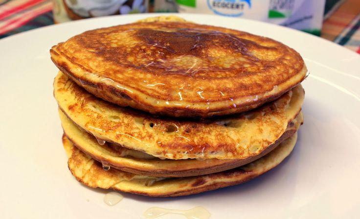 Panquecas Whey de Baunilha e Amêndoa, ideais para um pequeno-almoço rico em proteína.