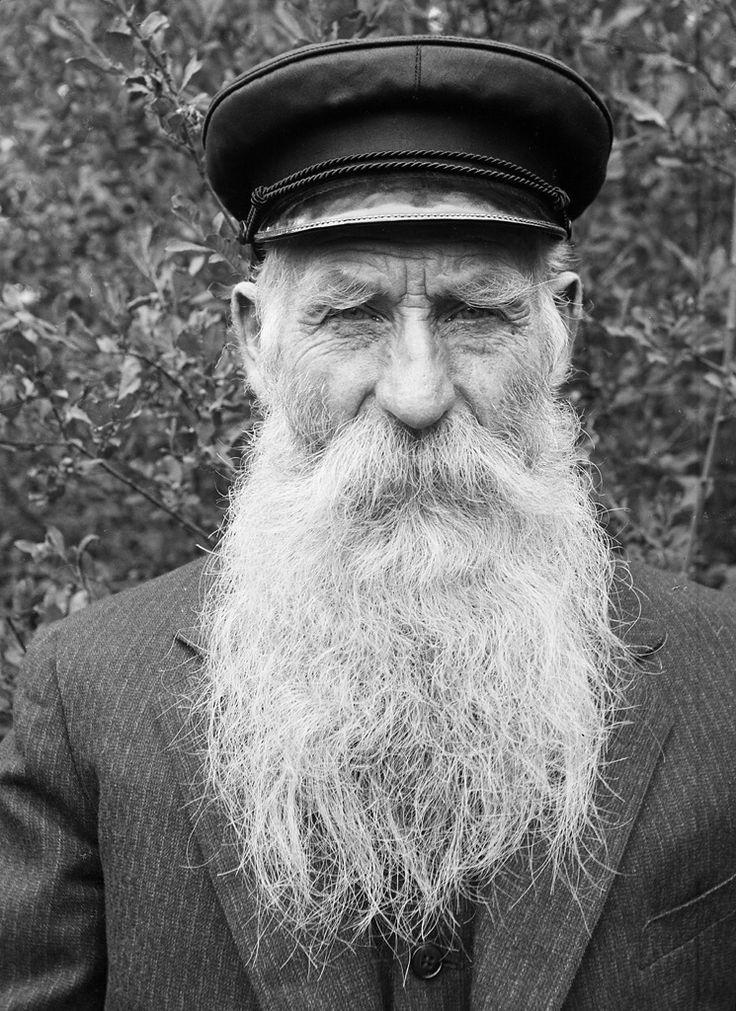 photo of an old man 39 s beard beard products beard. Black Bedroom Furniture Sets. Home Design Ideas