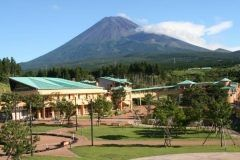 静岡県富士市にある富士山こどもの国は家族でおもいっきり遊べるスポットです 雄大な富士山をバックにした東京ドーム18個分の広大な敷地でポニーに乗ったりカヌーに乗ったりいろいろな楽しみ方ができますよ 今度の週末はおでかけされてみてはいかがでしょうか tags[静岡県]
