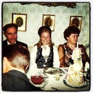 Med mine foreldre i barndomshjemmet vårt på Øvre Stubban Gård i Trondheim. Anledning var min konfirmasjon i Mai 1975.