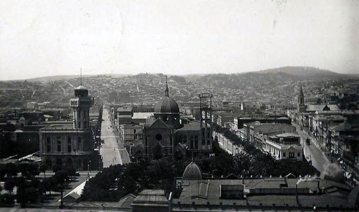 Valparaíso en 1934 Valparaíso en 1934, se puede ver el Edificio del Diario La Unión (actualmente no cuenta con la torre) y la Catedral, frente a Plaza Victoria.  Autor desconocido.    - EnterrenoEnterreno