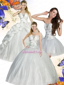 2015 Classical White Quinceanera Dress with Beading and Ruffles