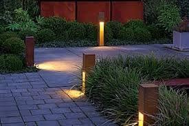 Sfeer in de tuin. Tuinverlichting in corten staal. Particulier project.
