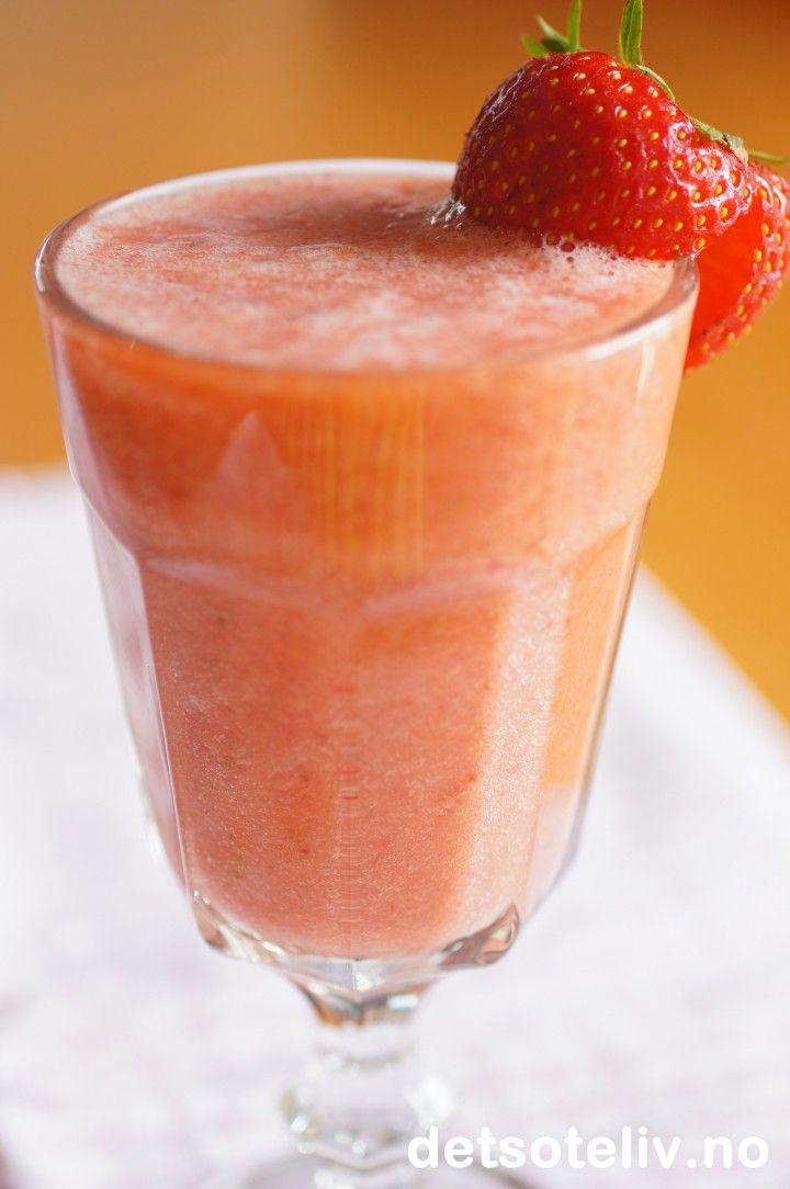 Jordbær og appelsin smoothie