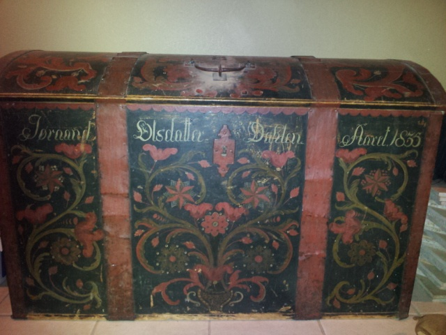 Norwegian Trunk with rosemaling from 1835
