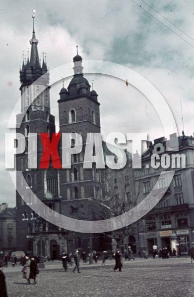 ww2 color photo agfacolor filmosto Market St. Mary's Basilica, Kraków Krakow Poland 1939