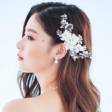 Such a lovely headpiece to take your wedding hairstyle to the next level! Would you wear it on your special day? Click for more details!