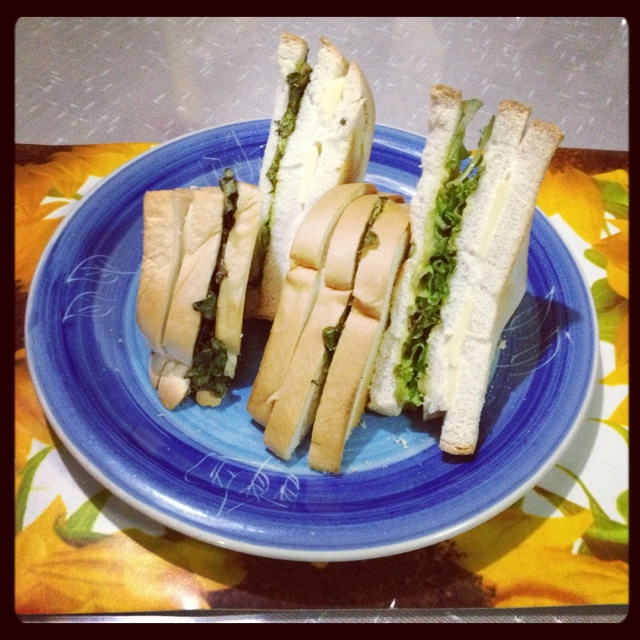My very own Cheese & Salad Sandwich... Healthy dinner!