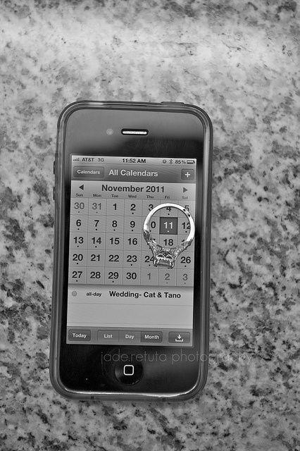 """Fotos das Alianças. Inspirações: Tecnologia Vocês são tecnológicos, modernos e antenados. Usem os celulares, oras! Daqui a alguns anos seus netos vão olhar e dizer: """"Nossa! Que foto velha!"""" kkkkk"""