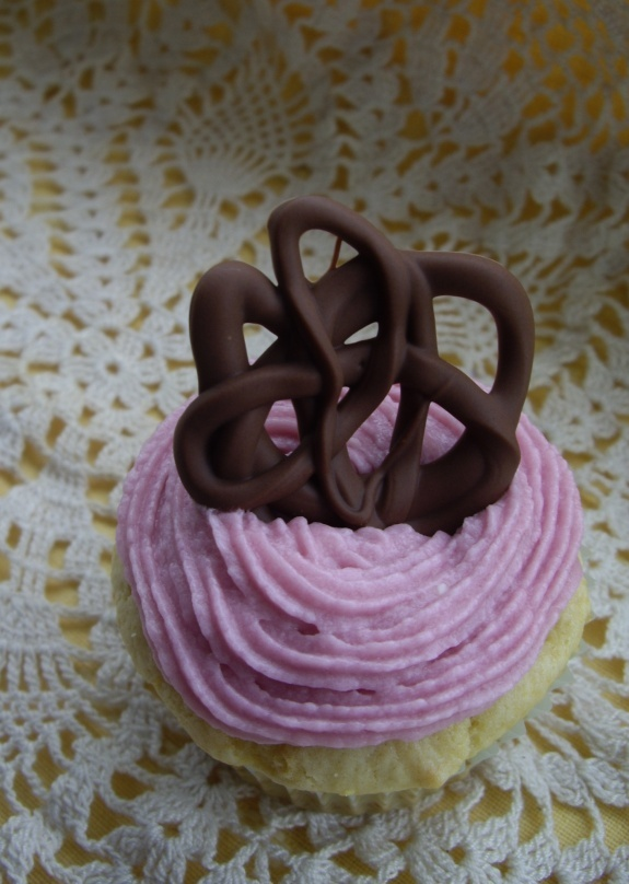 fresh ginger cupcake with blackberry frosting and filling