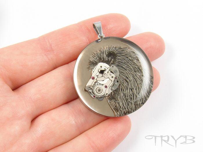 Lion - steampunk style pendant on high gloss polished copper plate. #Lion #steampunk #style #pendant #gloss #copper #clockwork #handmade #tryb #jewelry