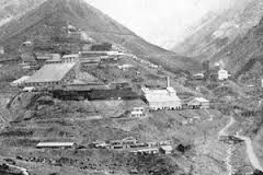 """El Teniente. Mineral """"El Teniente"""", Braden Copper Co., 1912.Vista parcial de los primeros años de existencia del Campamento Sewell. Posteriormente, hacia fines de la década de 1960, los habitantes de dicho campamento fueron erradicados y trasladados en masa a Rancagua."""