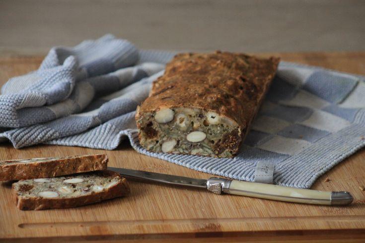 Dit glutenvrij notenbrood is een super vervanger voor het gewone brood. Dit brood bevat geen gluten en en geen gist of iets dergelijks. Pure ingrediënten...