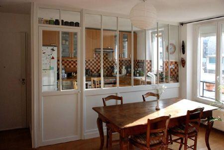 meubles et boiseries verri re int rieur entre une. Black Bedroom Furniture Sets. Home Design Ideas