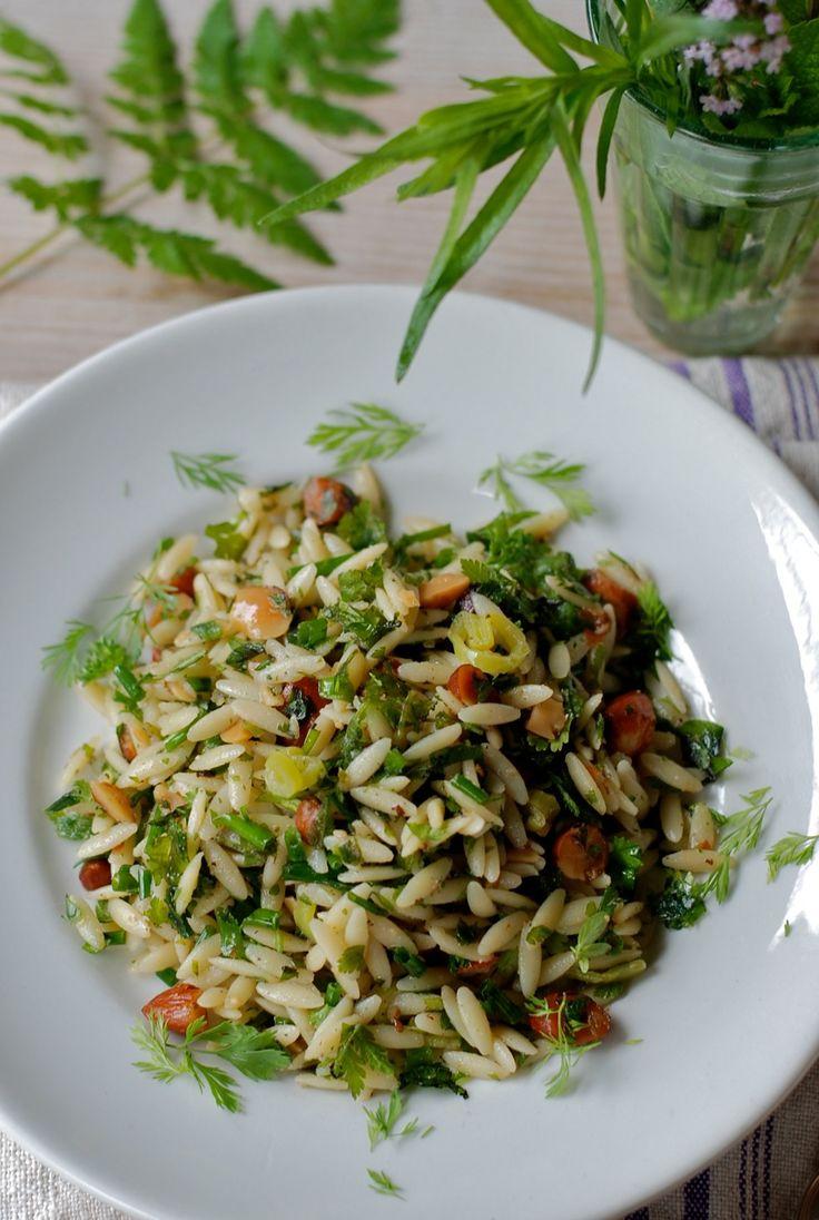Kritharaki heet deze Griekse pasta in de vorm van grote rijstkorrels. Tot nu toe kende ik het alleen als bijgerecht bij een Griekse maalti...