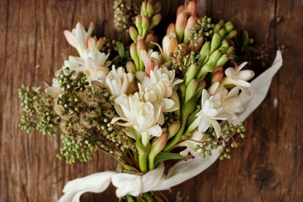 Nardos: Flores mexicanas para boda #bodas #ElBlogdeMaríaJosé #Floreboda #Ramonovia #Centrosmesaboda #Decoraciónboda