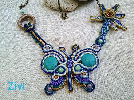 Collar mariposa  He encontrado este interesante anuncio de Etsy en https://www.etsy.com/es/listing/198308840/collar-corto-de-soutache-con-mariposa