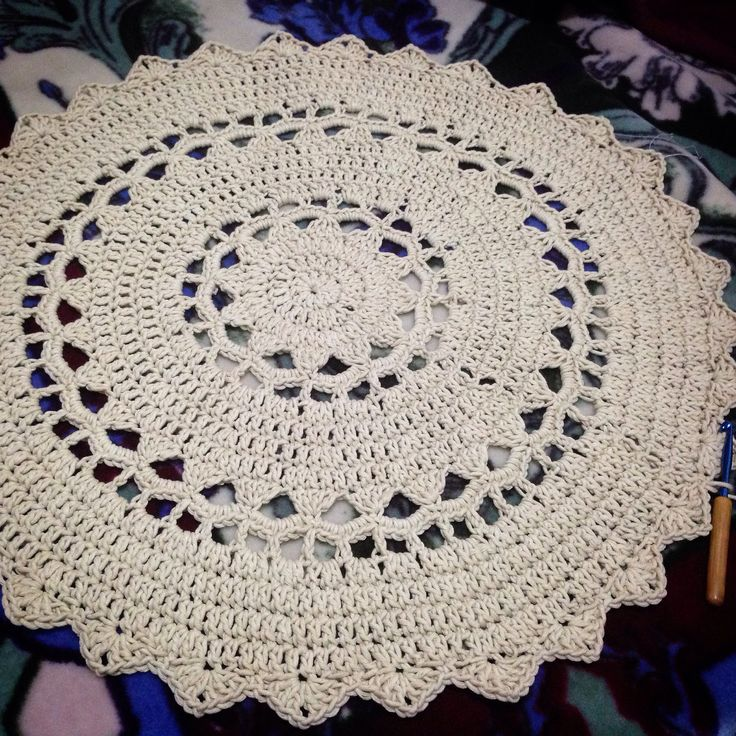 """After 7hrs, 400gm of yarn n 34"""" later.... Crochet doily rug"""