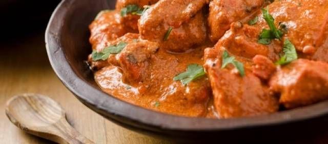 Een vindaloo is een van de heetste currygerechten. U bent gewaarschuwd! wilt u hem iets minder pittig gebruik dan 1 pepertje in plaats van 2.