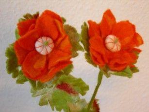 flowers for my mom  Neuchi Nakama Vilt    Mirjam Peeters
