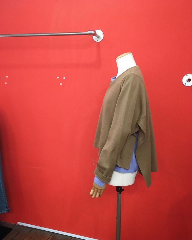コットン素材の デザインカットソーは重ね着がオススメです明日7日(火)は定休日となります#2017fashion #springfashion #coordinate #todayslook #knitwear #tokyo #japan #urbanchics #アラフォー #アラフォーコーデ #アラフィフ#アラフィフコーデ #東京 #調布市 #国領 #ニットブランド #アーバンチックス