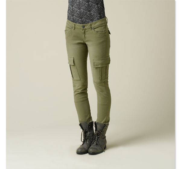 The cargo pant collection for women offer rich colors in styles such as cropped leg, flare, straight leg, and more. Great with heels or flats, cargo pants add personality to any look that will get you noticed. Always flattering and handy to always have, stock up with the effortless styles of cargos from Gap.