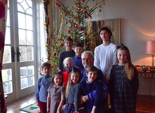 Gert's Royals (@Gertsroyals) on Twitter:  Christmas 2016-Queen Margrethe and Prince Henrik with their 8 grandchildren-Prince Vincent, Princess Athena, Princess Josephine, Prince Henrik, Princess Isabella; back-Prince Felix, Prince Christian, Prince Nikolai