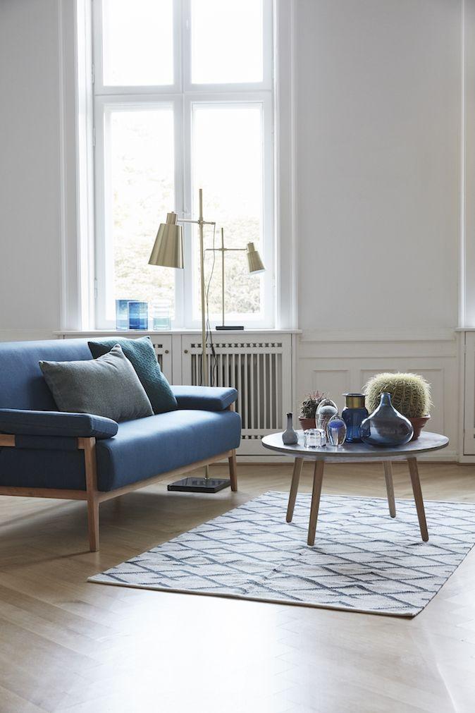 Blå sofa Hübsch i høj kvalitet med unikt design. 1-3 dages leveringstid. 14 dages fuld returret. På lager. Fri fragt ved køb over 499,-
