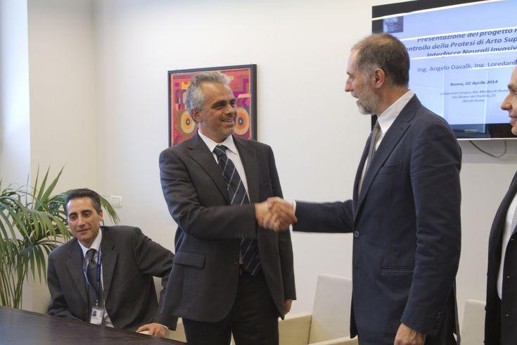 Firma accordo. Stretta di mano tra Enrico Lanzone (Direttore Centro Protesi INAIL Budrio) e Andrea Onetti Muda (Rettore UCBM)