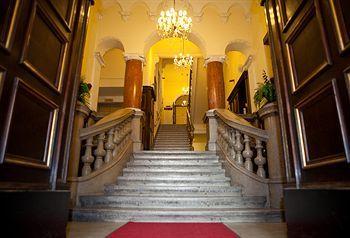 Hotel Fuerst Metternich, เวียนนา Hotel Fuerst Metternich ตั้งอยู่แถวMariahilf เวียนนา ใกล้กับพิพิธภัณฑ์เฟอร์นิเจอร์เวียนนา พิพิธภัณฑ์ Leopold และพระราชวัง Schoenbrunn นอกจากนี้ยังอยู่ใกล้กับ พิพิธภัณฑ์ประวัติศาสตร์ศิลปะ และ พิพิธภัณฑ์ประวัติศาสตร์ธรรมชาติ 3147
