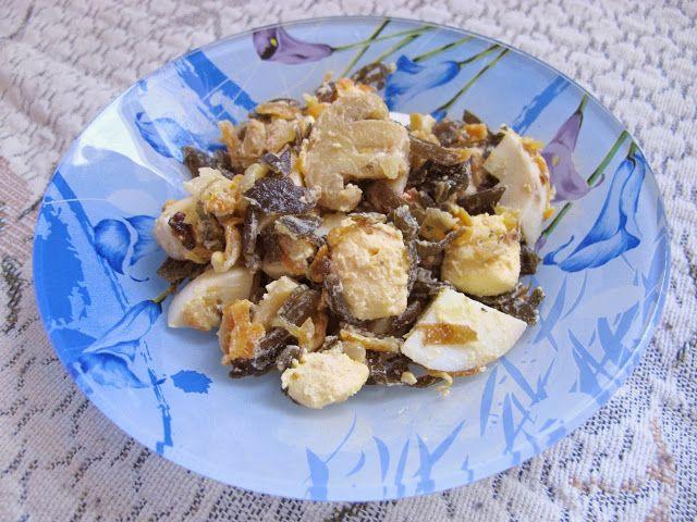 Цвет волшебства - Кулинарная минутка. Салат из морской капусты с яйцами и грибами.