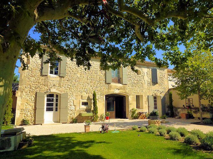 Chambres d'hôtes de charme dans les Alpilles, en Provence Au coeur de la vallée des Baux, dans les Alpilles en Provence. Chambres d'hôtes de charme dans un magnifique mas du 18ème sièc