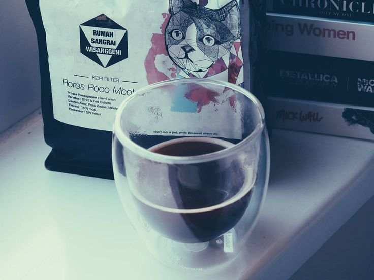 Senin adalah waktu untuk kelas pekerja berkonsentrasi. Dan bersandar pada bergelas-gelas kopi untuk mencapai hal tersebut.  Berapa gelas kopi di kantor hari ini wahai?  # #kopi #coffee #coffeetime #office #work