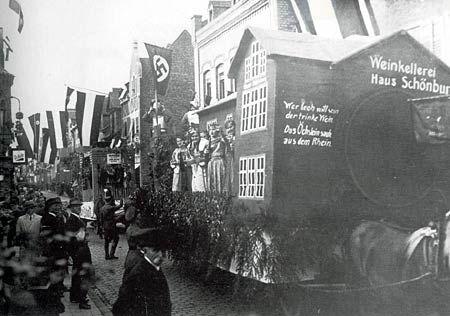 Festwagen der Weingroßhandlung Fritz Daubenspeck beim Oberweseler Winzerfestzug am 22. Oktober 1933.