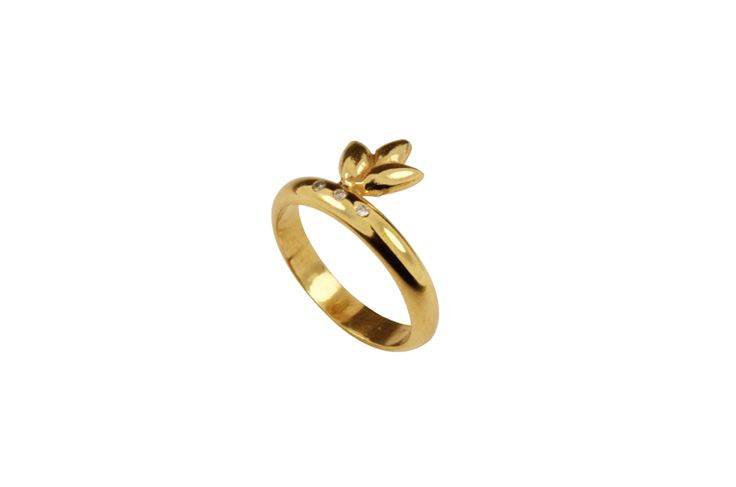 Gold plated ring with brilliants