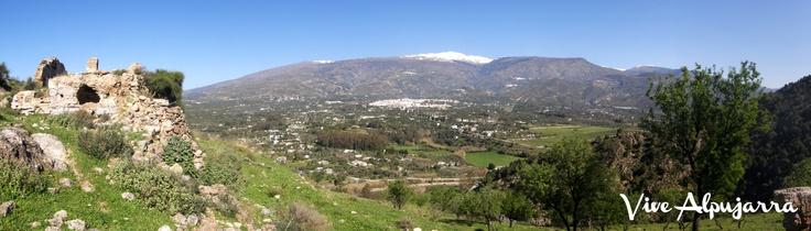 Panorámica de Órgiva y Sierra Nevada desde el Castillo. Vive Alpujarra
