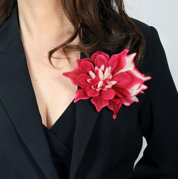 Ansteckblume 'Fantasie' rot-weiß– Haarblume, Blüte von Boutique für wundervolle Accessoires zum Liebhaben! auf DaWanda.com