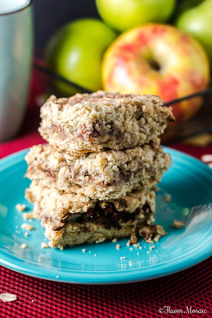 #SplendaSavvies #ad - Apple Cinnamon Oat Crunch Bars are crunchy and crumbly and have all that cinnamon apple Fall flavor that is perfect for dessert or with coffee. https://FlavorMosaic.com